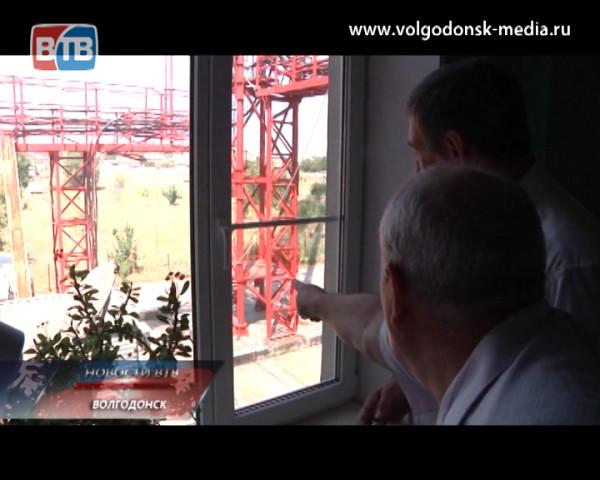 Мэр Волгодонска проверил, как двигается работа по внедрению цифрового телевидения на волгодонском ретрансляторе
