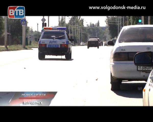 Пьяный водитель закрылся от полиции в автомобиле