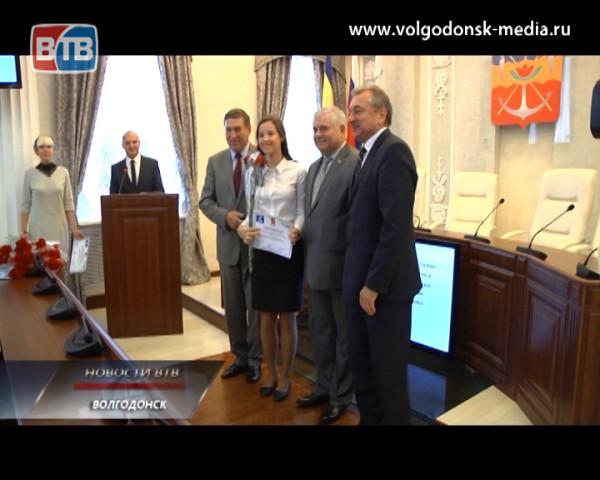 Одаренные школьники получили сертификаты на именную стипендию