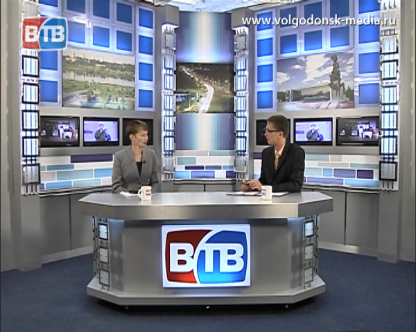В студии новостей ВТВ начальник отдела культуры Надежда Бондаренко, после декретного отпуска снова приступившая к своим обязанностям