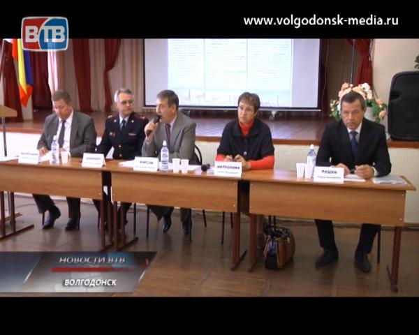 Череду информационных встреч с жителями микрорайонов завершил мэр Волгодонска