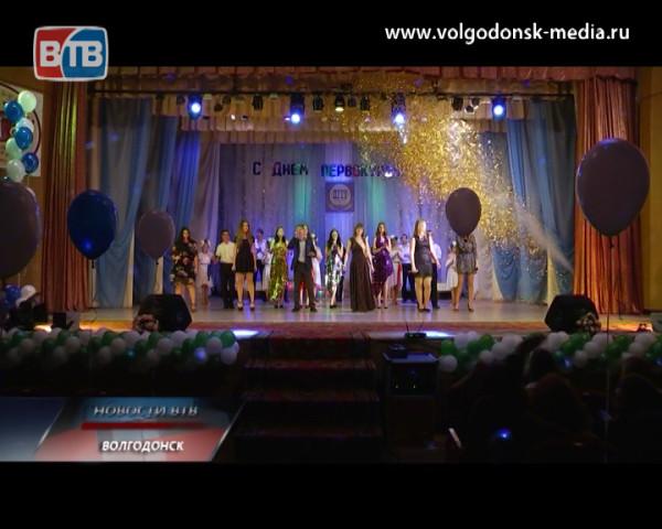 Более 300 первокурсников прошли церемонию посвящения в студенты ВФ ДГТУ