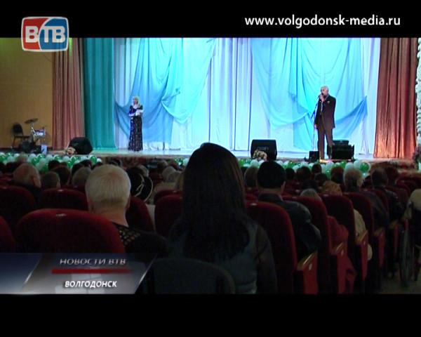 Волгодонск отметил День пожилого человека праздничным концертом