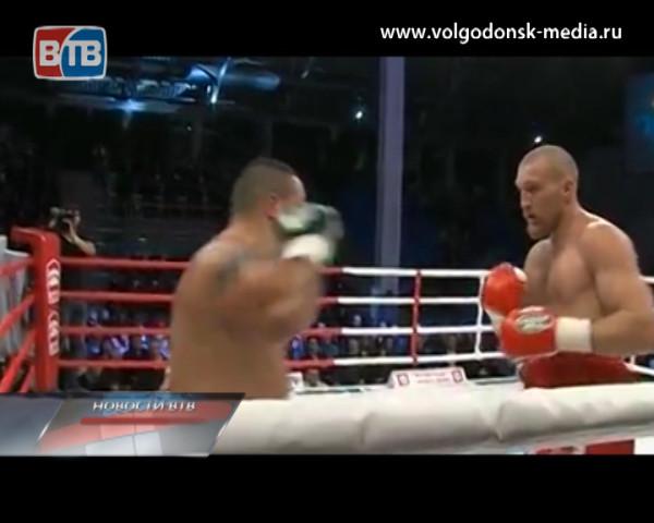 Волгодонский боксер Дмитрий Кудряшов в очередном поединке вновь победил и вновь нокаутом