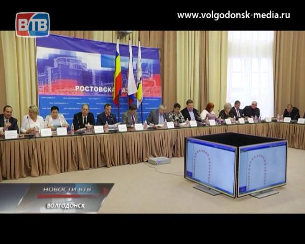 Депутаты Волгодонской городской Думы утвердили решение коллег из заксобрания о замене должности мэра на сити-менеджера