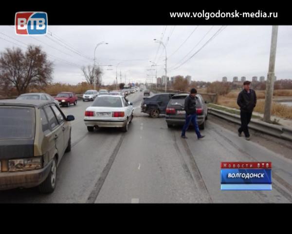 Суббота пополнила статистику аварий в Волгодонске сразу двумя происшествиями. Есть пострадавшие