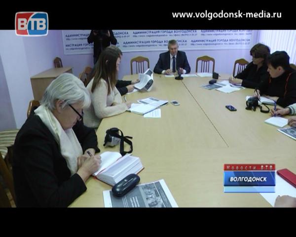 Один из самых влиятельных замов мэра — Владимир Графов уходит на пенсию