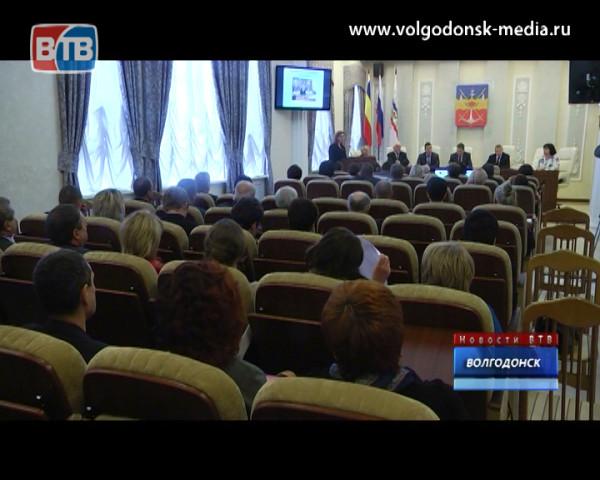 По распоряжению мэра Волгодонск оденется в новогодние наряды до 15 декабря