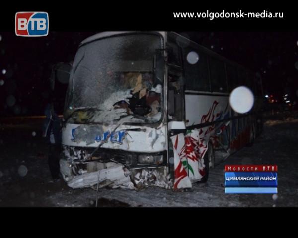 На трассе «Морозовск-Цимлянск» в ДТП погибли двое, в числе пострадавших восьмимесячный ребенок