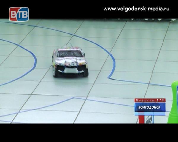 В Волгодонске впервые на городском уровне состоялись соревнования между радиоуправляемыми машинками