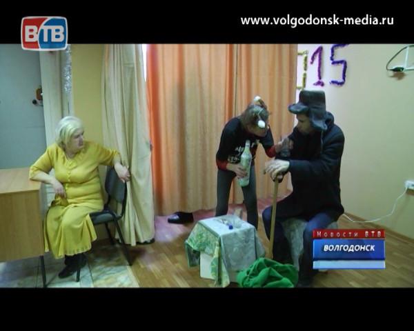 Подопечные реабилитационного центра для лиц без определенного места жительства поставили спектакль «Репка»