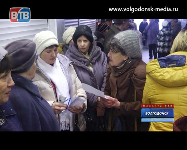 В расчетном центре ВТС десятки стариков часами стоят в очереди, чтобы заплатить за воду