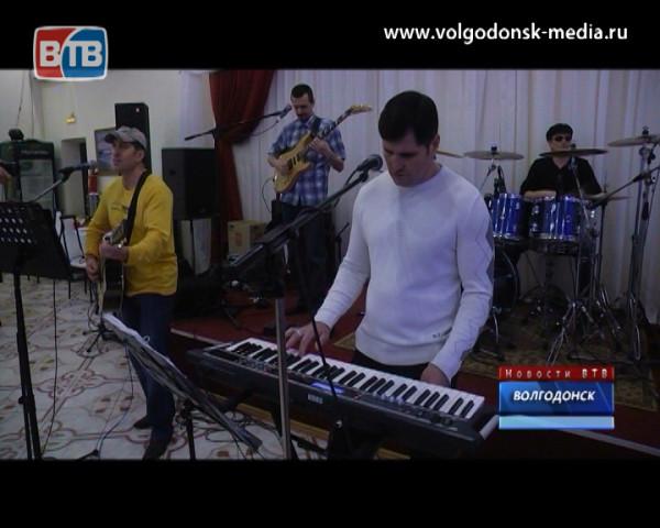 Новый год по музыкальному календарю. Работники праздничной индустрии Волгодонска вновь собрались на своём корпоративном торжестве