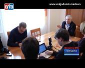 Последняя перед сложением полномочий спикера Думы пресс-конференция Петра Горчанюка