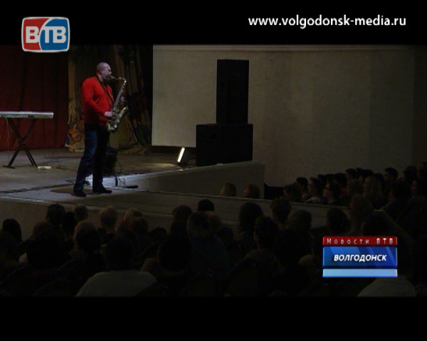Звуки «Золотого саксофона» Сергея Мани вновь пролились со сцены Дворца культуры имени Курчатова