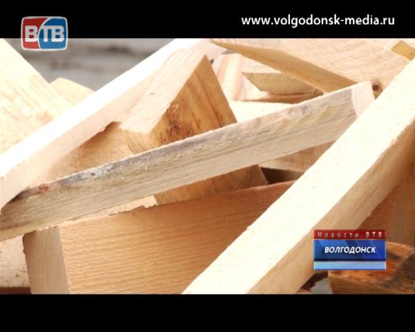 ВКДП дарит дрова пенсионерам