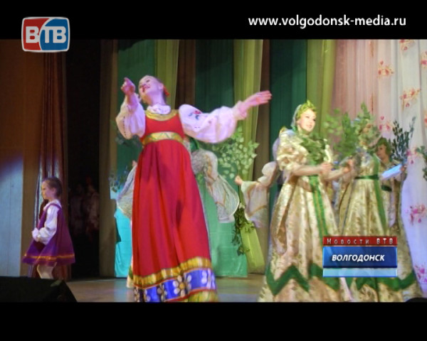 С 8 марта прекрасную половину Волгодонска поздравили не менее прекрасные работницы Волгодонского белого дома