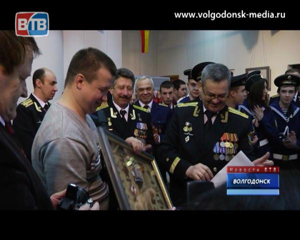 Открыта персональная выставка Волгодонского художника, посвященная дню моряка-подводника