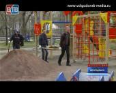 В субботу чиновники убирали парк «Победа»