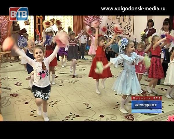 Воспитанники детского сада «Аленький цветочек» поздравили ветеранов с наступающим юбилеем победы