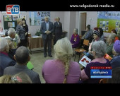 Ветеранам 8-го микрорайона вручили юбилейные медали