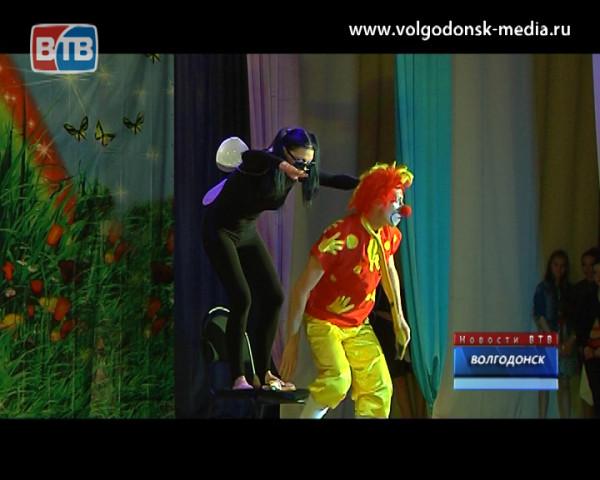 Три коллектива ДК «Октябрь» показали отчетный концерт