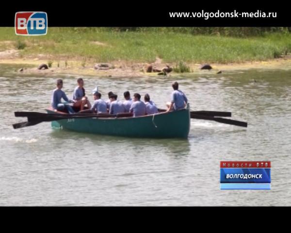 Ростовская АЭС приобрела парусную корабельную шлюпку для «Школы юного моряка»