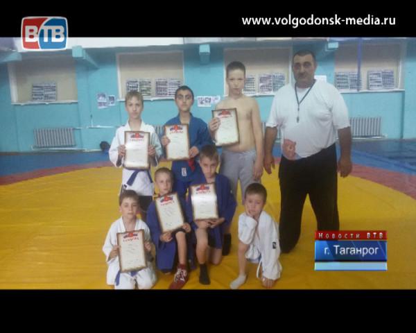 Волгодонские самбисты вернулись из Таганрога с очередными наградами