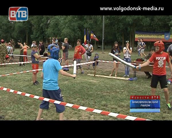 В станице Кутейниковской в эти дни проходят традиционные сборы казачьей молодежи «Шермиции»
