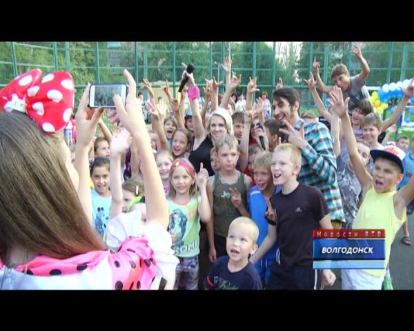 Директор «Волгодонскмежрайгаз» Михаил Голохвастов снова объединил жителей третьего микрорайона праздником лета