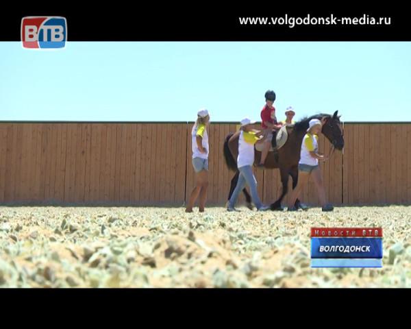 В Волгодонске открылся центр ипотерапии для детей с нарушениями здоровья «Добрая лошадка»