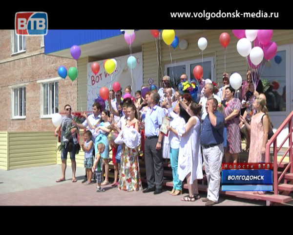 В Волгодонске торжественно зарегистрировали малышей, родившихся в день 65-летней годовщины города