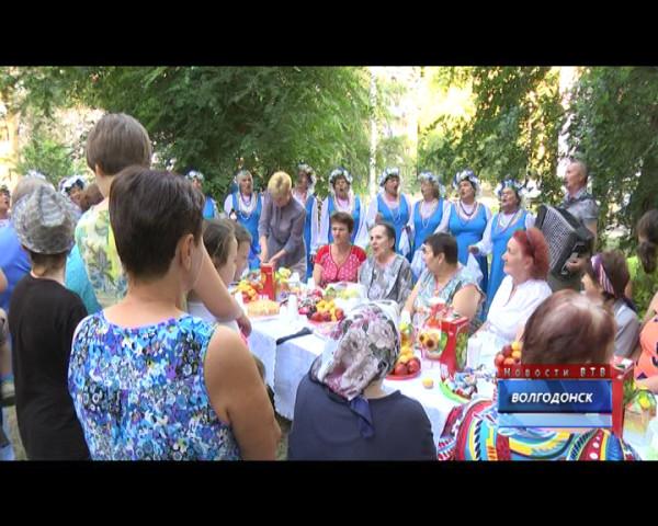 50-летие со дня заселения отметили жители дома №73 по улице М.Горького