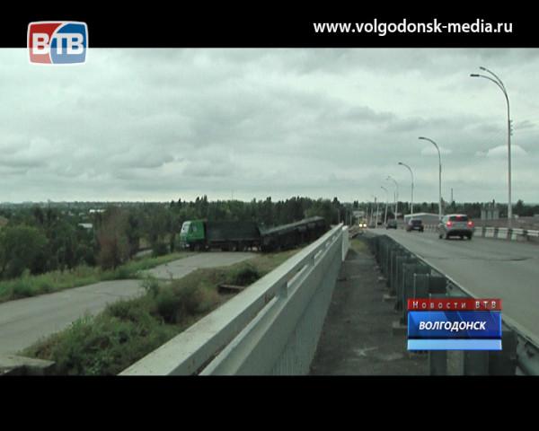 На выезде из Волгодонска перевернулся «Камаз»