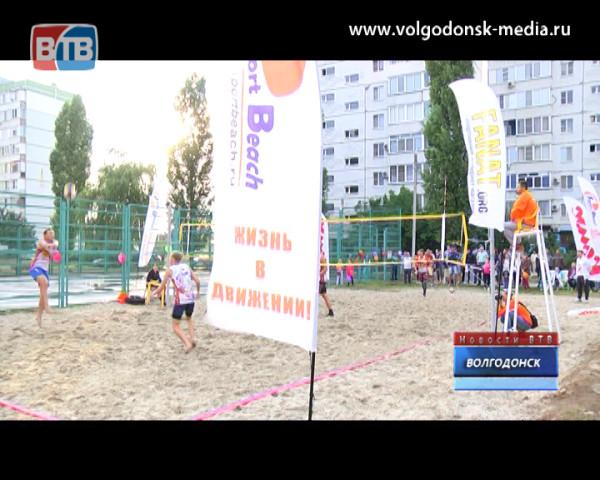 В квартале В-9 открыта первая в городе площадка для пляжного волейбола
