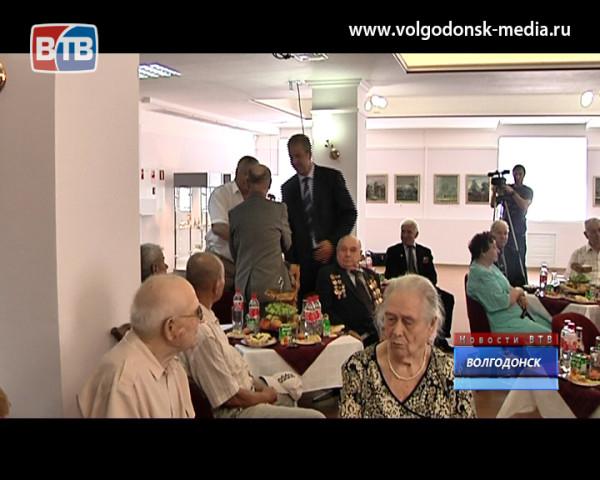 В Волгодонске поздравили ветеранов ВОВ