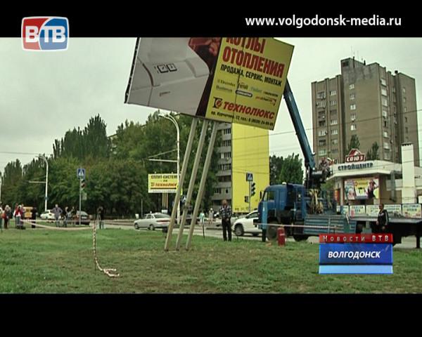 В Волгодонске демонтируют рекламные баннеры, установленные с нарушением законодательства