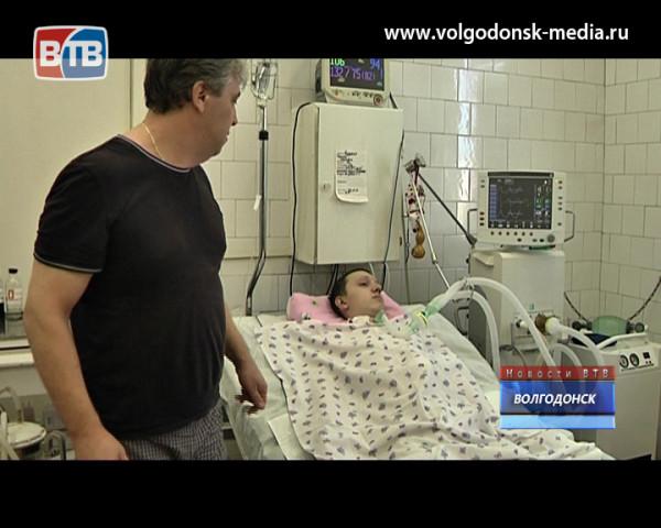 Вот уже год 16-летний волгодонец после неудачного нырка в воду и перелома позвоночника находится в реанимации