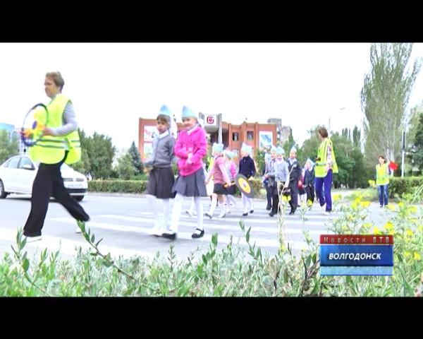 По улицам Волгодонска двигался «шагающий автобус»