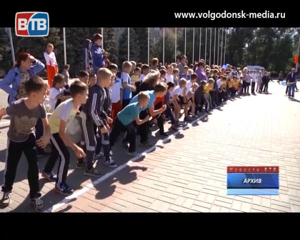 В субботу в Волгодонске пройдет «Кросс наций». Гость студии президент федерации легкой атлетики Сергей Студеникин
