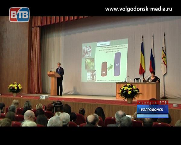 Глава волгодонской администрации отчитался о своей деятельности в 2015 году