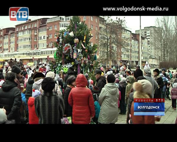Сергей Асташкин встретил новый год вместе с жителями восьмого округа