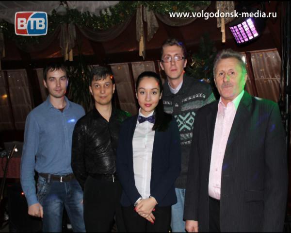 Творческая группа программы «Новости ВТВ» поздравляет волгодонцев с Новым годом!