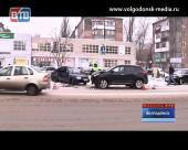 Два «Hyundai» остановили движение троллейбусов в районе вокзала в утренний час-пик