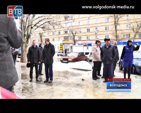 Андрей Иванов отчитал профильных замов за каток, в который превратился Волгодонск
