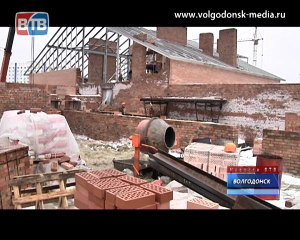 Андрей Иванов проинспектировал ход работ на ПЭНовском доме и строящемся детском саду