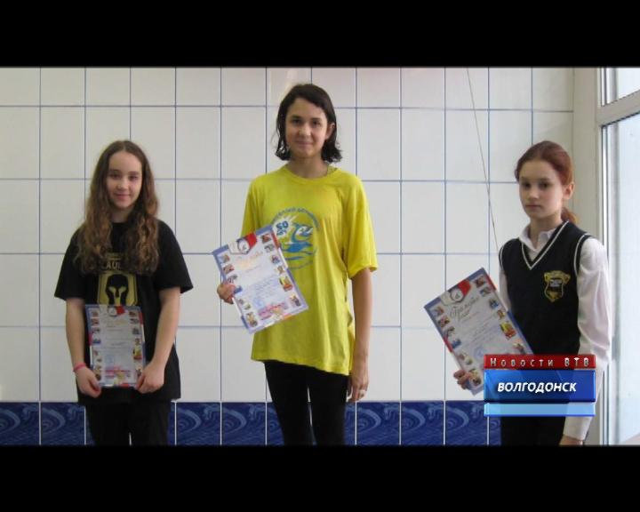 Соревнования по плаванию в бассейне Дельфин