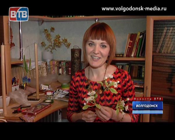 В преддверии 8 марта корреспондент Новостей ВТВ отправился на мастер-класс по реалистичной флористике
