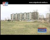 Специалисты обследуют фундамент недостроенной школы в квартале В-9