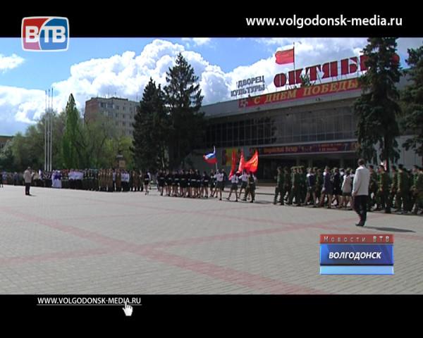 В Волгодонске прошел ежегодный смотр строя и песни молодежных отрядов «Мы – будущее России»
